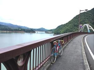 土山峠をこえて宮ケ瀬湖